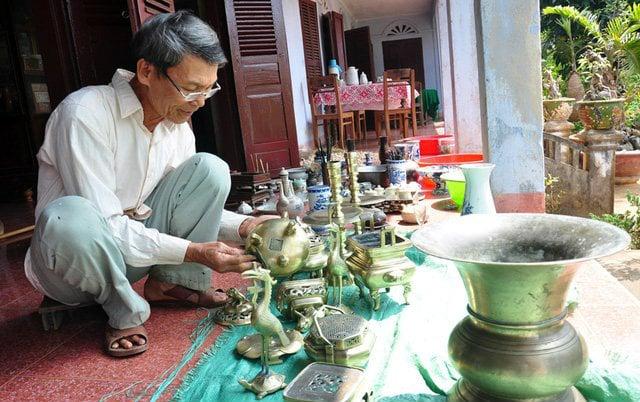 https://media.phunutoday.vn/files/content/2019/05/22/chuyen-gia-phong-thuy-chia-se-cach-lau-don-ban-tho-tranh-tan-loc-dong-tai-10-0904.jpg