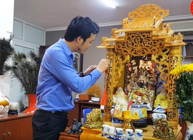 https://media.phunutoday.vn/files/content/2019/12/18/cach-sap-xep-ban-tho-than-tai-phunutoday-0948.jpg