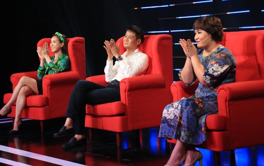 Quyền Linh cúi đầu xin lỗi Lê Hoàng vì mất kiểm soát khi tranh cãi trên sóng truyền hình