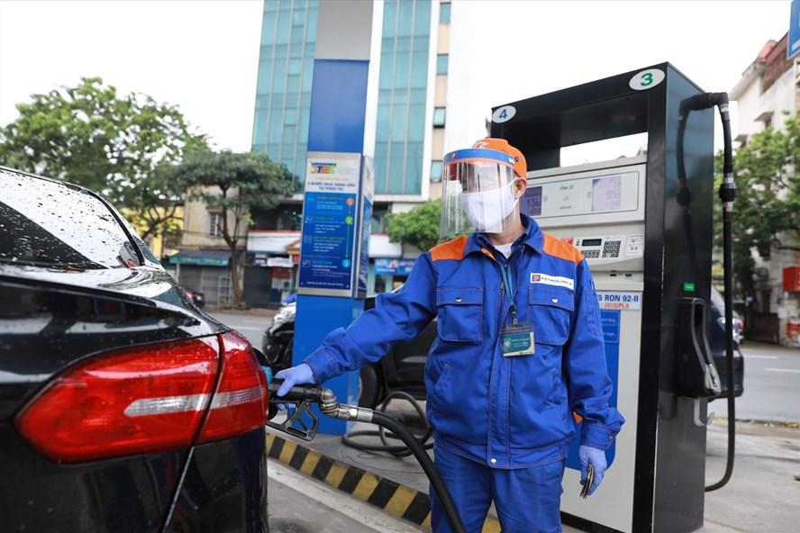 Giá xăng sẽ tăng mạnh vào ngày mai, lên bao nhiêu nghìn đồng/lít?