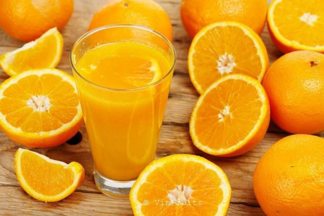 Người vừa uống sữa xong ăn cam