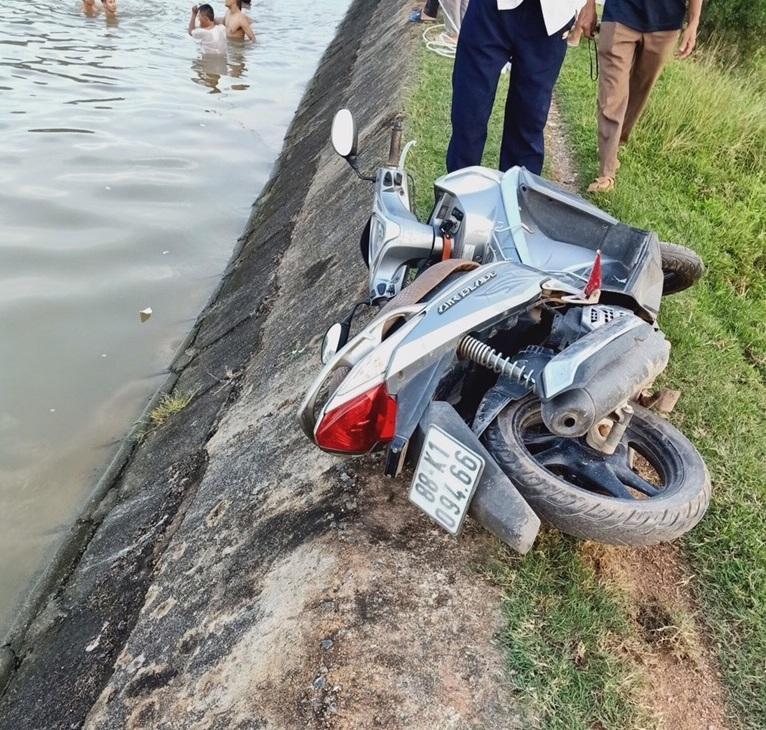 Chiếc xe máy của ông Hoan nơi gặp nạn
