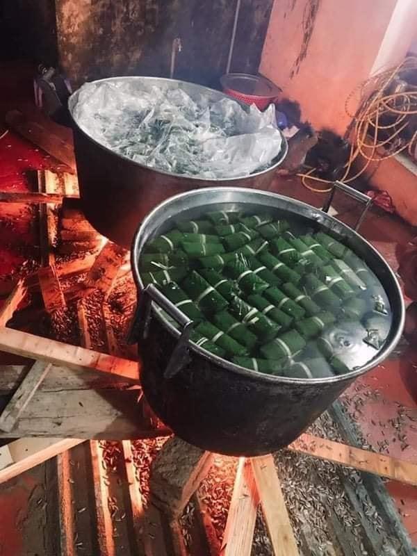 2000 chiếc bánh chưng của người dân La Phù, Hoài Đức (Hà Nội) đã được hoàn thành, chuẩn bị lên đường đưa vào miền Trung (Ảnh: Vietnamnet)