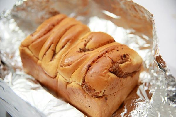 Dùng cần tây giúp cho bánh mì mềm trở lại