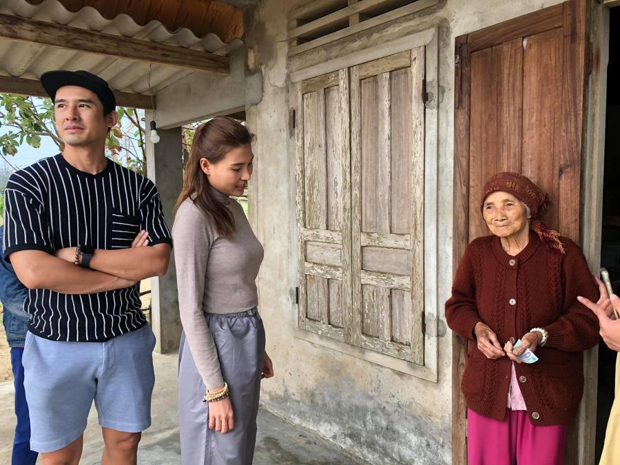 Miệt mài cứu trợ cho miền Trung, vợ chồng Lương Thế Thành - Thúy Diễm sốt ruột khi con trai đổ bệnh ở nhà