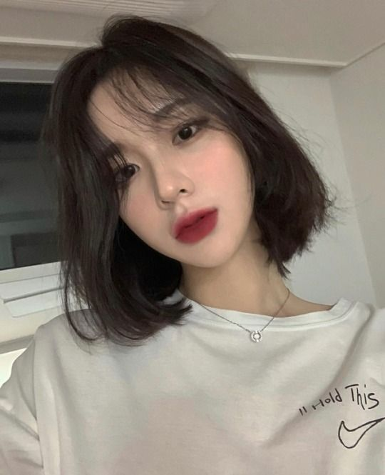 Phần uốn xoăn chữ C còn giúp khuôn mặt của bạn che đi tối đa phần xương góc cạnh mà thay vào đó là nét thanh tú, ngọt ngào như gái Hàn Quốc