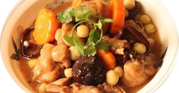Cách nấu gà om nấm Đông Cô thơm ngon ai cũng mê tít