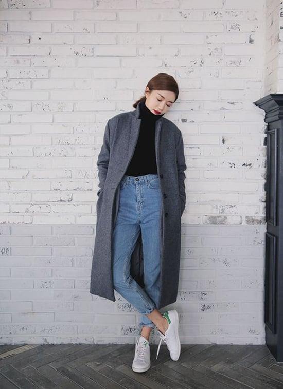 Áo lên cao cổ kết hợp cùng áo dạ dáng dài không phải là phong cách mới nhưng nó luôn được yêu thích và chắc chắn sẽ chẳng bao giờ lỗi thời vì sự