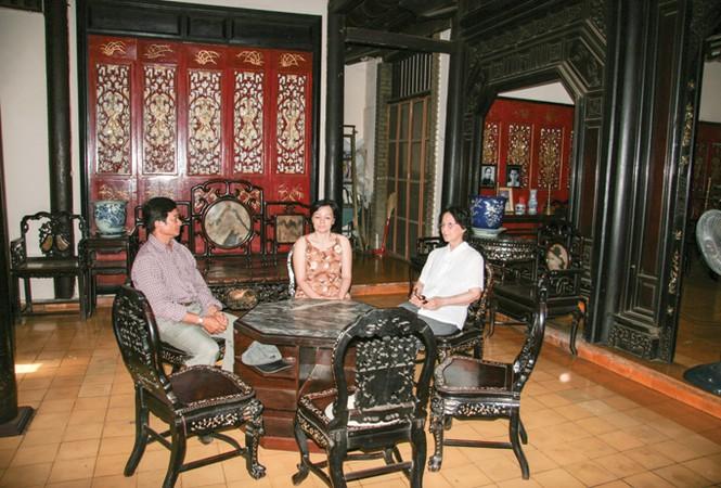 Nội thất và cổ vật của bá hộ Xường để lại, tại nhà thờ họ Lý, số 292 Hải Thượng Lãn Ông, quận 5 (Ảnh: Tiền Phong)