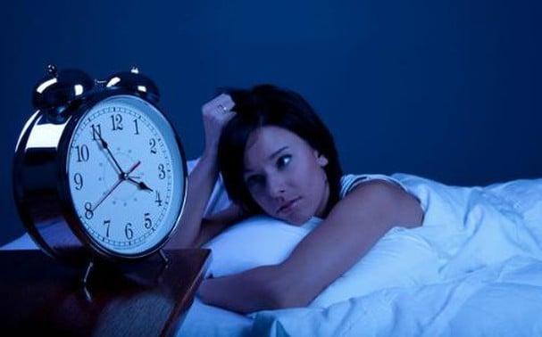 Thức khuya mất ngủ thường xuyên dễ gây đột quỵ