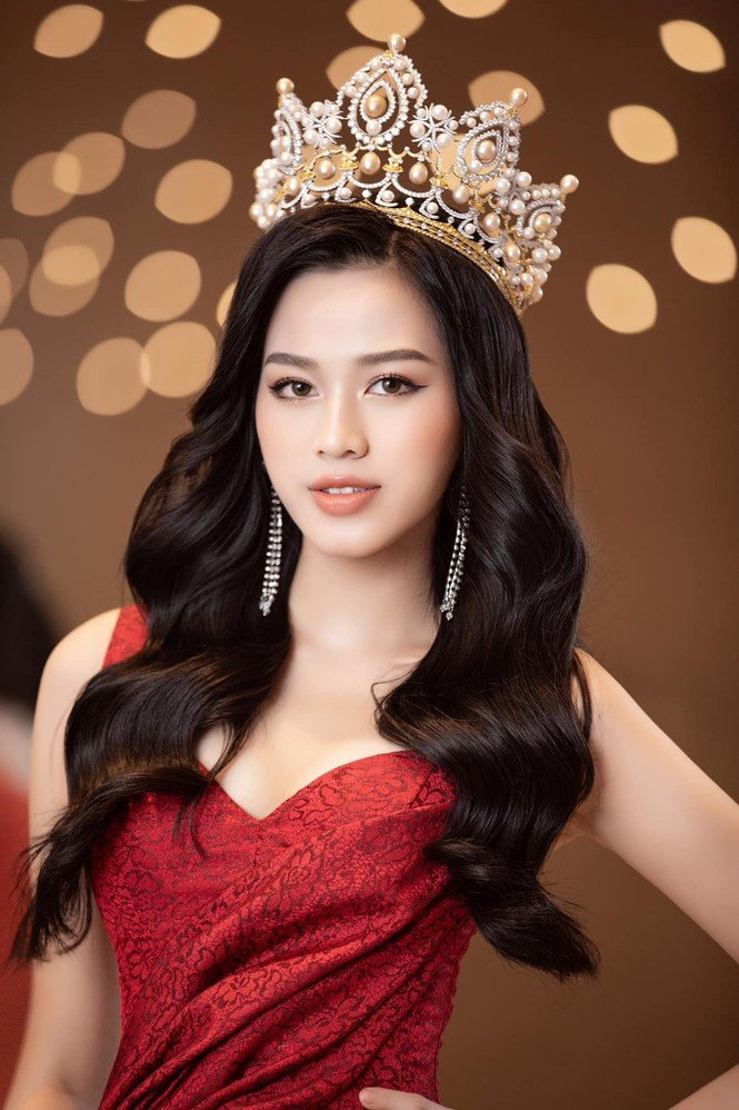 Đỗ Thị Hà lần đầu tiết lộ biến cố lớn nhất sau khi đăng quang Hoa hậu Việt Nam 2020