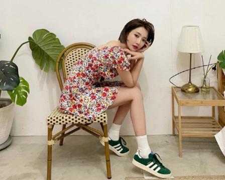 Mới chớm Hè, sao Hàn đã có loạt gợi ý váy hoa xinh yêu cho nàng bung lụa