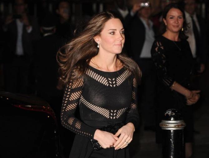 Những bộ đầm đen gây bão Hoàng gia Anh: Công nương Diana gợi cảm, Kate nhiều lần mắc lỗi