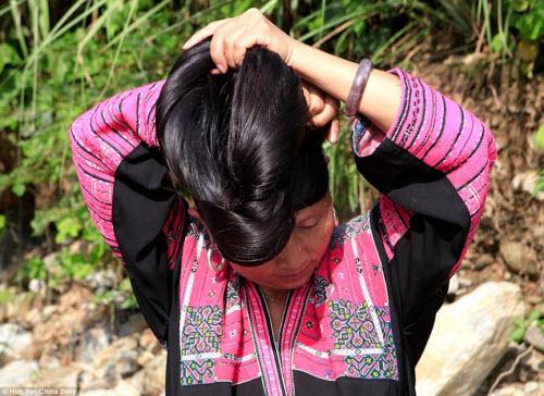 Tùy mỗi độ tuổi, phụ nữ có những kiểu búi tóc khác nhau (Ảnh Internet)