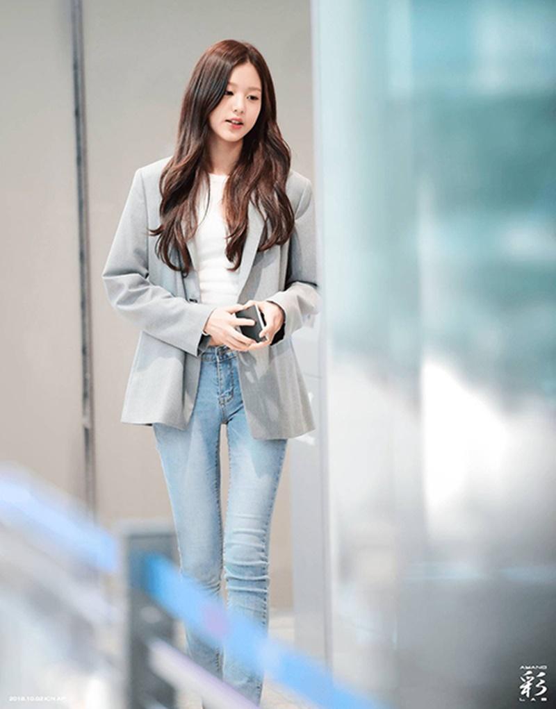 Center của IZ*ONE có 1001 cách diện quần jeans xịn xò, nhìn thôi ai cũng muốn 'tậu' ngay