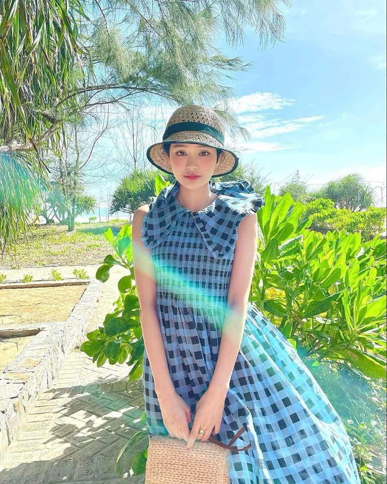Hiền Hồ ngày càng cao tay trong cách diện đồ, trang phục đời thường cũng lấp lánh hàng hiệu đắt đỏ