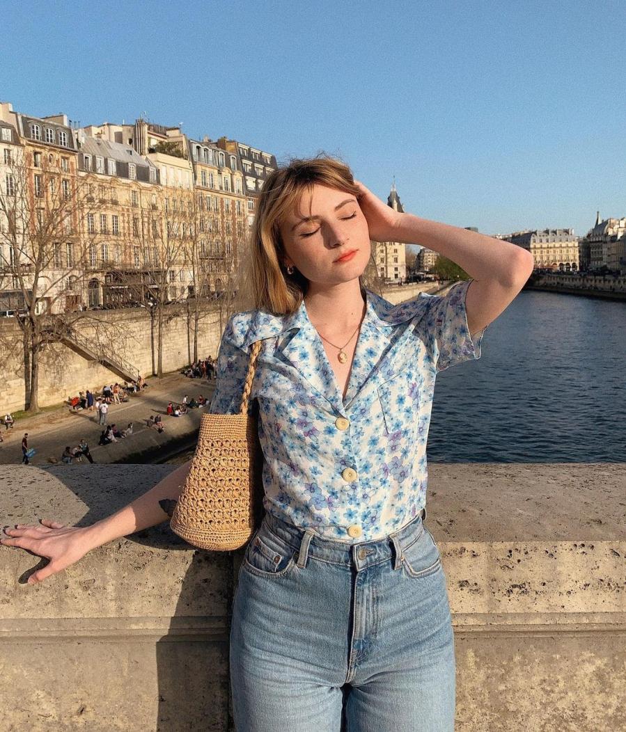 Gái Pháp lăng xê nhiệt tình mẫu áo sơ mi cổ điển nhưng sành điệu này