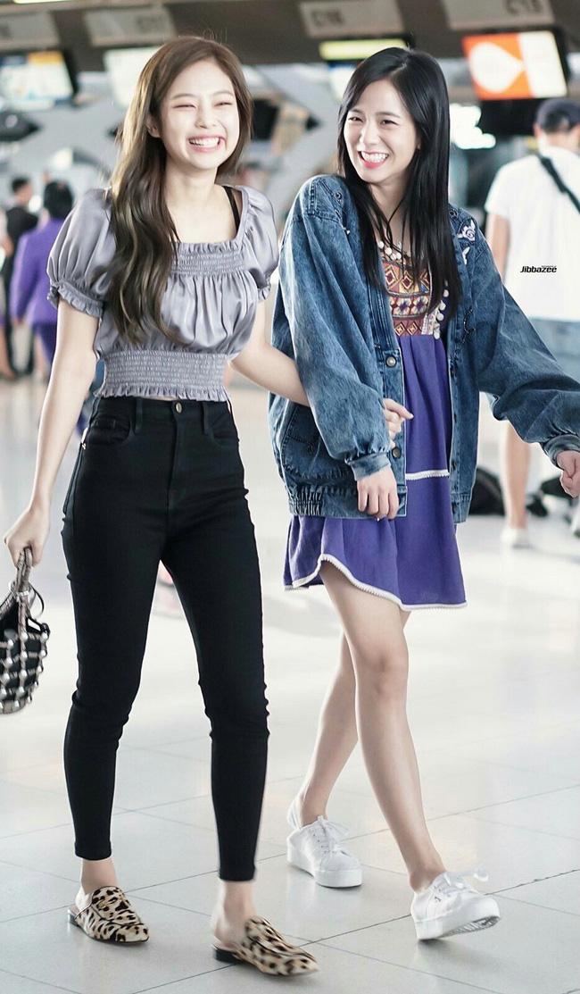Jennie sở hữu chiều cao khiêm tốn vẫn có chiêu hack dáng cao ráo khi mặc quần dài dù đi giày bệt