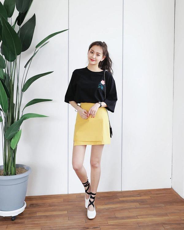 5 kiểu chân váy cứ mix cùng áo phông là auto đẹp sang chảnh, diện đi làm đi chơi đều đẹp