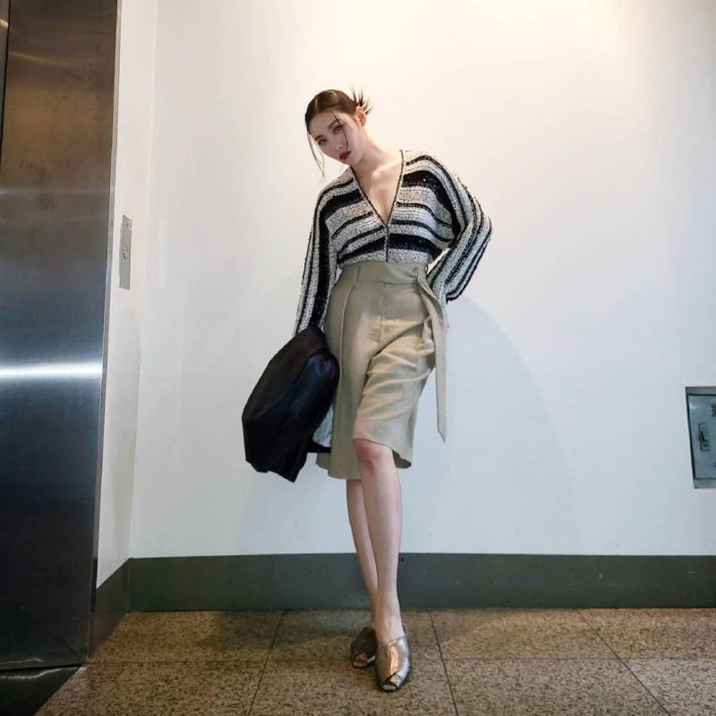 """Sao Hàn mặc đẹp tuần qua: Jennie phong cách nổi loạn, Soo Young """"xử đẹp"""" món đồ khó nhằn"""