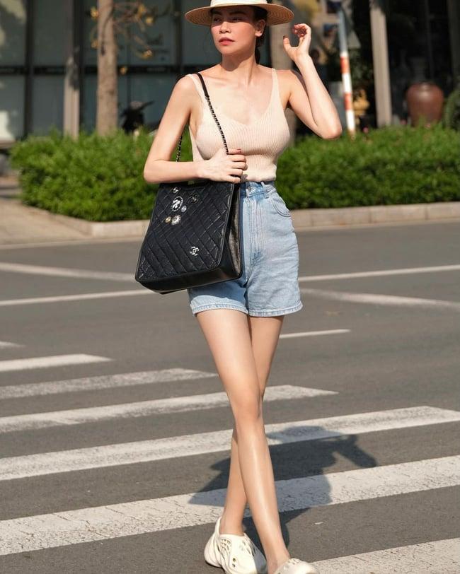 Hà Hồ ngày càng biết cách diện quần shorts xuất sắc và sành điệu hơn