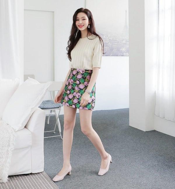 Diện chân váy ngắn chị em nên mix cùng 4 kiểu giày dép sau để hack dáng tuyệt đối