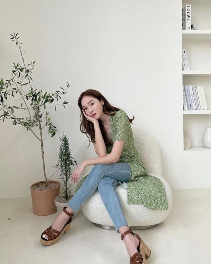 Học loạt chiêu nâng tầm sang xịn mịn của quần jeans từ sao Hàn để mặc đẹp ngày hè