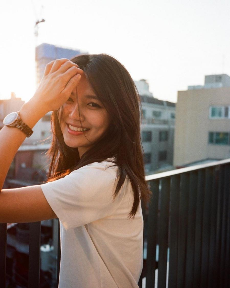 Mỹ nhân Soo Young tràn đầy sức sống với tóc layer lửng.