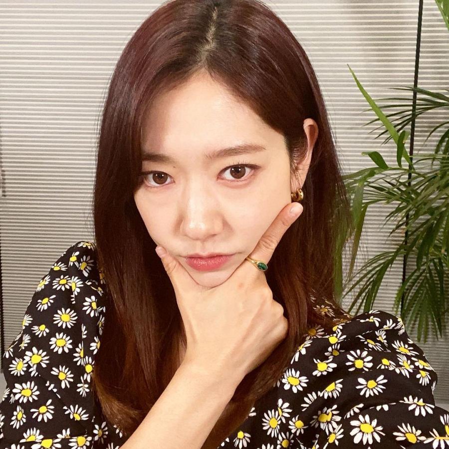 Park Shin Hye trẻ trung với tóc layer cụp.
