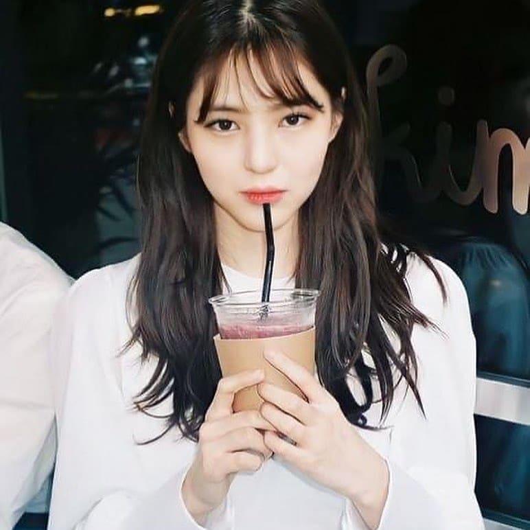 Han So Hee được nâng tầm nhan sắc với mái tóc layer.