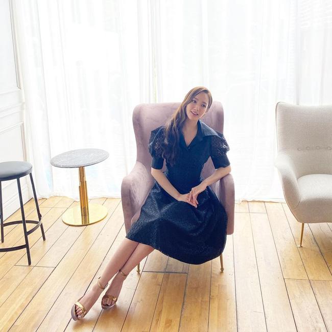 Nếu muốn trẻ xinh như Park Min Young, các nàng chỉ cần diện 5 kiểu váy liền này là được