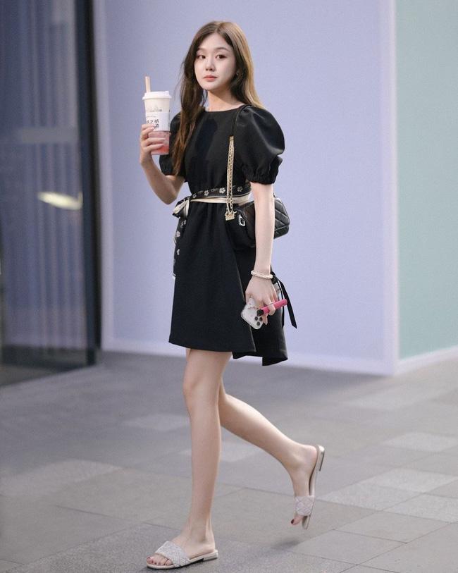 Street style Châu Á: Váy nhẹ mát mẻ lên ngôi mùa hè này