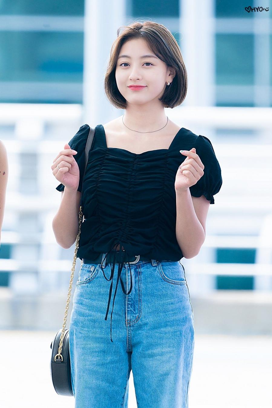 5 kiểu áo blouse rất xinh tươi lại trẻ trung được các mỹ nhân TWICE lăng xê
