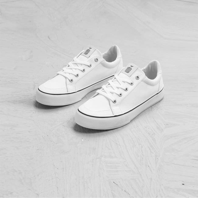 Gợi ý 8 mẫu giày sneakers trắng không hề nhàm chán mà còn giúp bạn nâng vẻ sành điệu