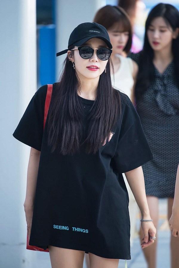 """4 mẫu áo phông là """"chân ái"""" của sao Hàn, diện quanh năm vẫn không nhàm chán"""