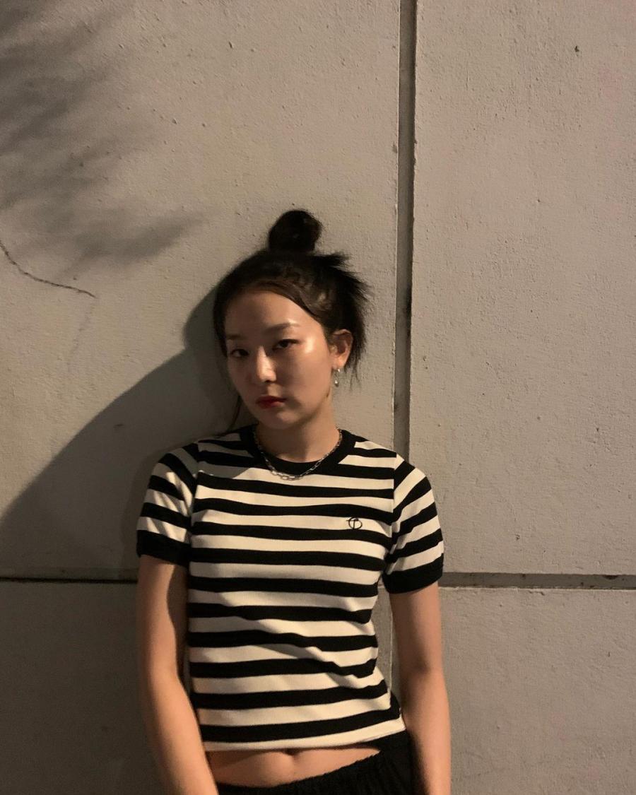 Sao Hàn tích cực lăng xê 4 kiểu áo phông đơn giản mà dễ phối đồ này