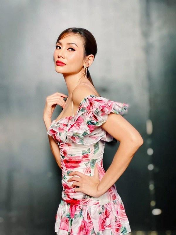 Học các mỹ nhân Việt chọn váy hoa họa tiết cho ngày hè thêm tươi tắn, tràn đầy sức sống