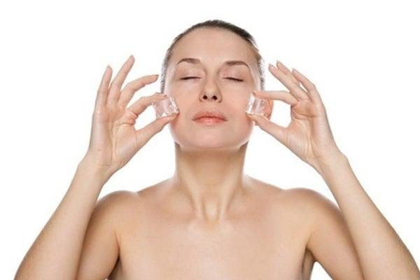 Khi rửa mặt bỏ 30 giây ra làm bước này giúp lỗ chân lông se khít, cả đời không bị lại mụn đầu đen