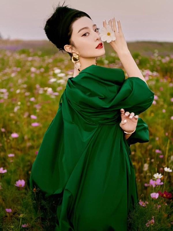 Ăn diện thời trang đơn giản đi thảm đỏ, Phạm Băng Băng vẫn tỏa ra khí chất nữ hoàng khó ai bì kịp