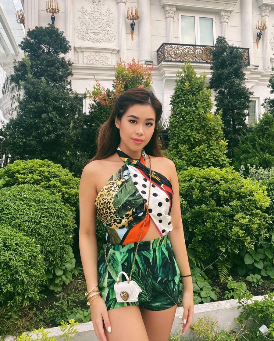 """Rich kid Tiên Nguyễn thể hiện đẳng cấp thời trang """"đỉnh của chóp"""" khi diện toàn đồ màu mè mà vẫn sang"""