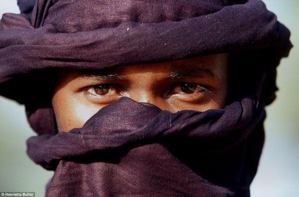 Đàn ông tộc Tuareg phải đội khăn che mặt.