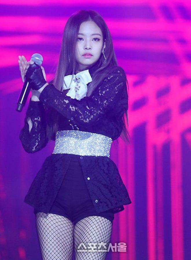 Soi phong cách thời trang của Jennie thời chưa nổi: Mix match chuẩn hack dáng vô cùng tài tình