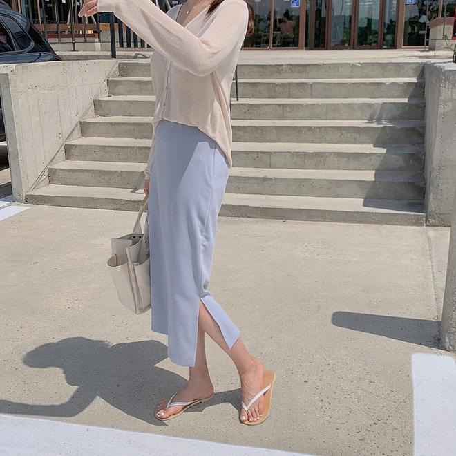 Chỉ cần nắm vững các tips sau khi diện chân váy xẻ tà, team chân ngắn sẽ hack chân dài miên man