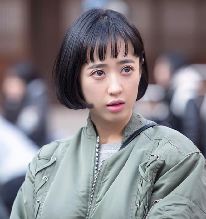 Kim Min Jung cắt tóc ngắn là để phù hợp với tạo hình của vai diễn trongMan To Man. Nhưng có nhiều khán giả không chịu được mà đã bỏ phim. Thực chất, nhan sắc của Kim Min Jung không hề xấu nhưng cô thực sự hợp tóc dài hơn.
