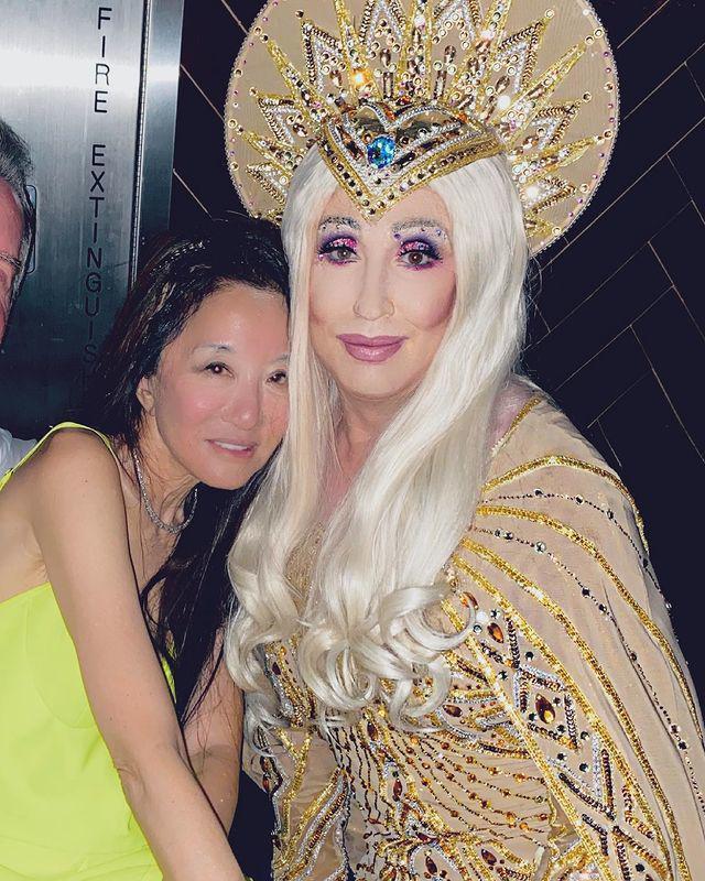 Những hình ảnh thực tế đã chứng minh được rằng, Vera Wang 72 tuổi nếu muốn làn da trông như 27 tuổi lại chỉ có thể nhờ cậy đến photoshop mà thôi.