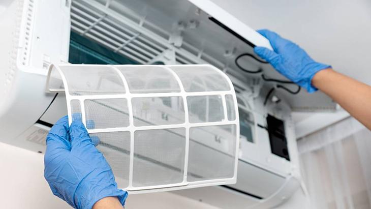 Thường xuyên vệ sinh điều hòa để tiết kiệm điện năng