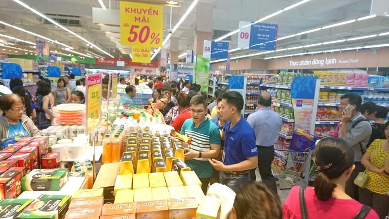 Khuyến mại là một chiêu thức của chủ siêu thị nhằm kích cầu