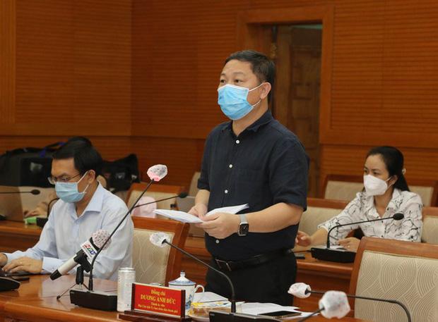 Phó Chủ tịch UBND TPHCM Dương Anh Đức báo cáo tại hội nghị (Ảnh:Tiền Phong)
