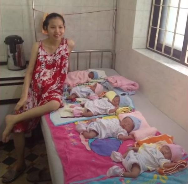 Bà mẹ sinh 5 con duy nhất ở Việt Nam.