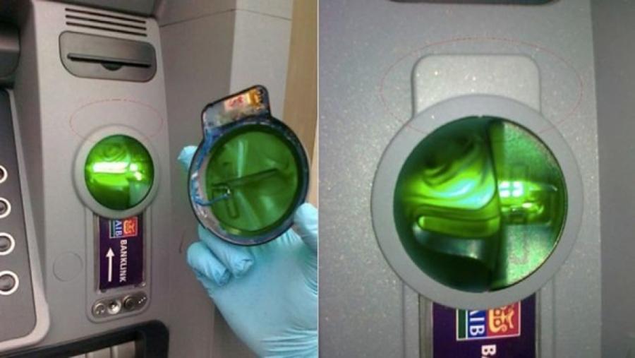 Skimmer được gắn chồng lên trên khe rút tiền thật của cây ATM.